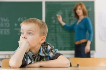 Alfabetização. A Professora que Deveria ser REPROVADA no lugar de Seus Alunos.